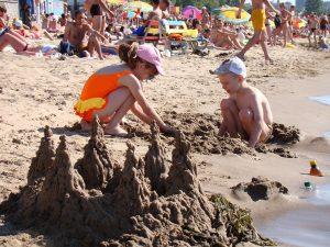 enfants-a-la-plage